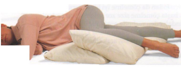 Gevşeme egzersizi yaparken yan yatma pozisyonu